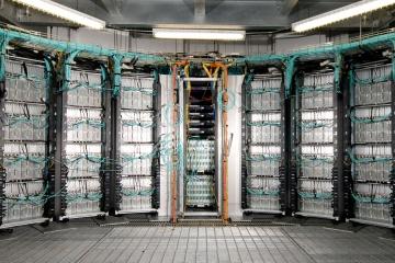 Вы можете не думать об этом, но данные, к которым вы получаете доступ онлайн каждый день, проходят через центры обработки данных.